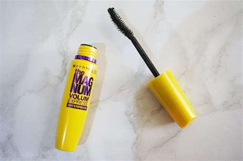 Mascara Maybelline Volum Express maybelline the magnum volum express waterproof mascara
