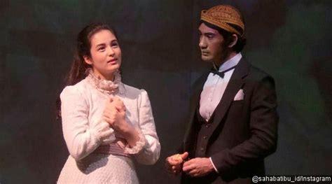 film kedua chelsea islan ciuman di panggung teater reza rahadian dan chelsea islan