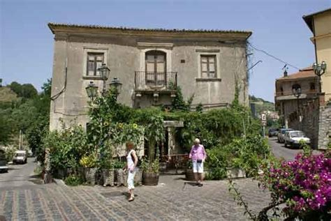 sicily mayor offers bargain homes for a single