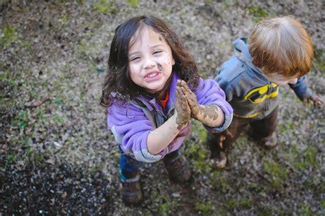 imagenes de niños jugando en un columpio fotograf 237 as inspiradoras de ni 241 os jugando por el mundo