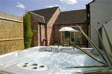 Cottages Ireland With Tubs by Guadaloupe Cottage Melton Mowbray Leicestershire