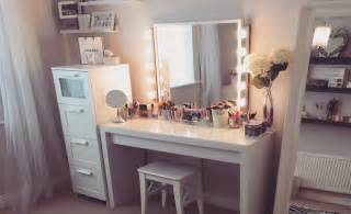 How To Make A Vanity Out Of A Desk My Dress Up Room Fashion Beauty Amp Style Blogger