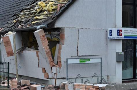 stuttgarter bank brandenburg eingangsbereich bank gesprengt panorama