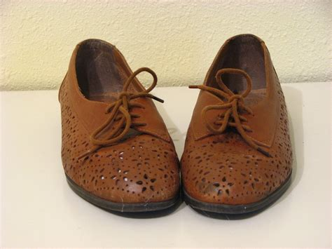 flower oxford shoes vintage 80s leather brown oxford flower cutout shoes 9