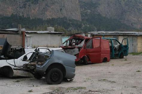 carcasse d auto abbandonate in citt 224 foto