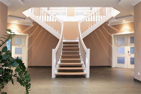 Freistehende Treppe by Wangentreppen Aus Holz Streger