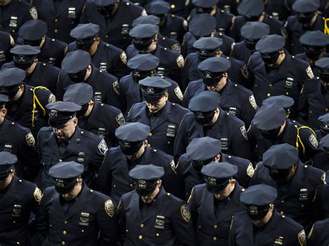 How Many Nypd Officers Are There by Some Boos Greet Mayor At Nypd Graduation Crain S New