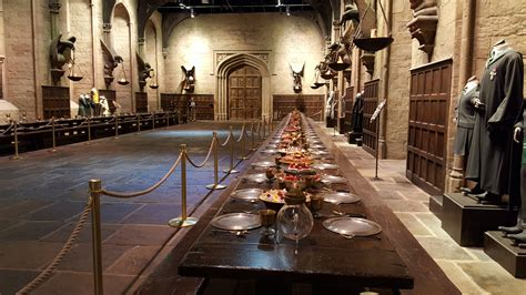 the great hall harry potter hogwarts great hall tables www imgkid com the image