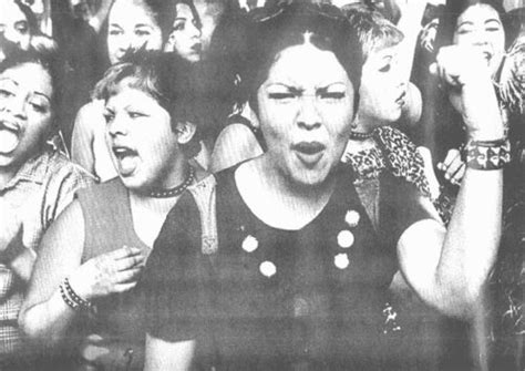 rompiendo cadenas meaning chicanas protesting in mid 1970 s used as the cover of