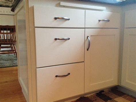 Kitchen Cabinet Hardware Placement by Location Of Cabinet Handles On Drawers