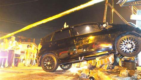 Ac Truk nusabali tabrak truk parkir remaja tewas