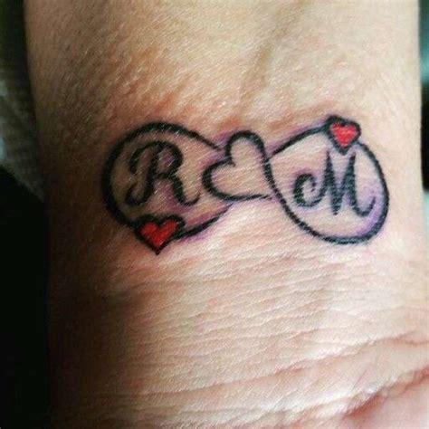 immagini di tatuaggi con lettere immagini tatuaggio cuore con lettera v g tatuaggio