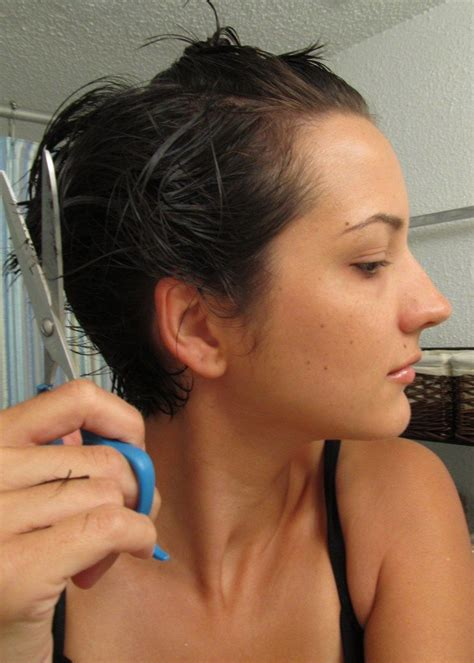 cutting your own pixie cut with long bangs best 25 cut own hair ideas on pinterest cut your own