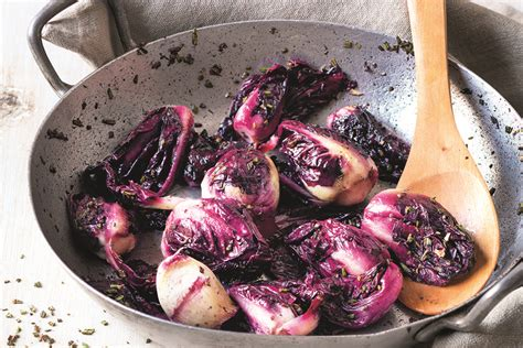 cucinare radicchio rosso in padella ricetta radicchio in padella la cucina italiana