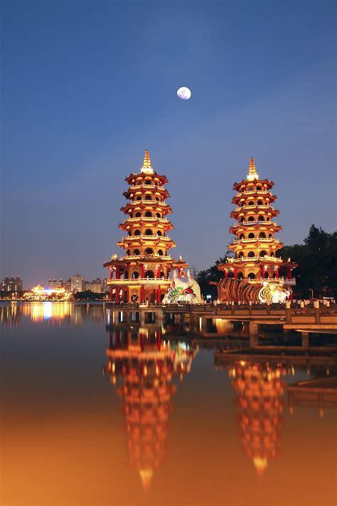 lotus lake kaohsiung taiwan lotus lake kaoshiung taiwan beautiful places to visit