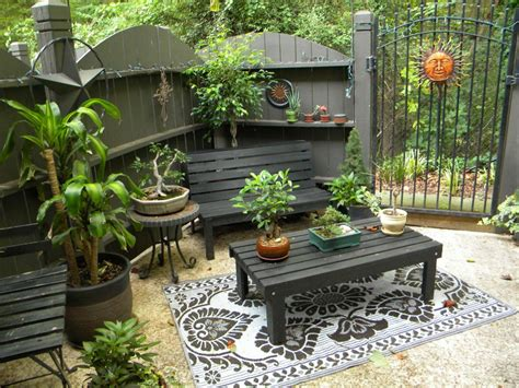 Small Garden Patio Design Ideas Our Favorite Outdoor Spaces From Hgtv Fans Outdoor Spaces Patio Ideas Decks Gardens Hgtv