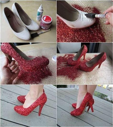 como decorar tus zapatos 14 trucos para convertir tus zapatos b 225 sicos en piezas