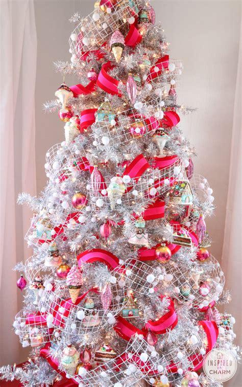 uniquely decorated christmas trees unique tree decorating ideas