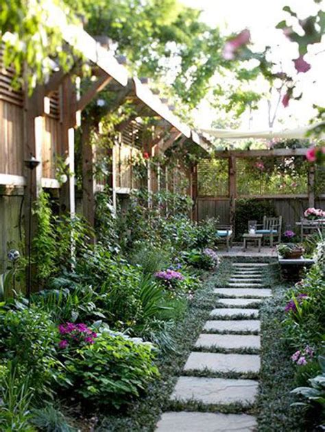 Creating Privacy In Your Backyard by Am 233 Nagement Petit Jardin De Ville 11 Id 233 Es Via