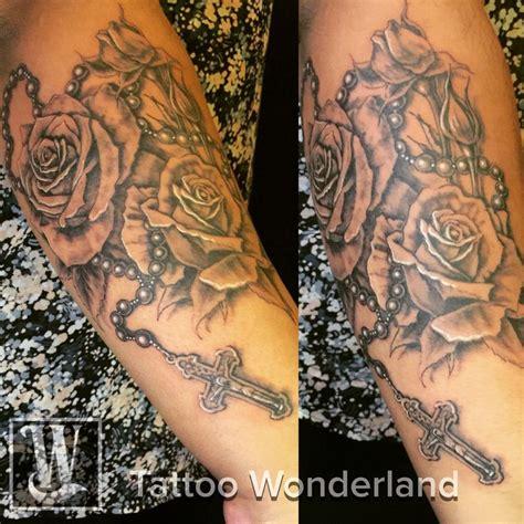 tatouage homme avant bras chapelet