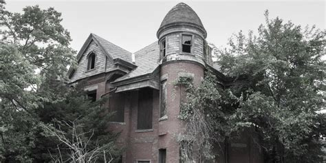 best haunted houses in america 13 scariest haunted houses in america business insider