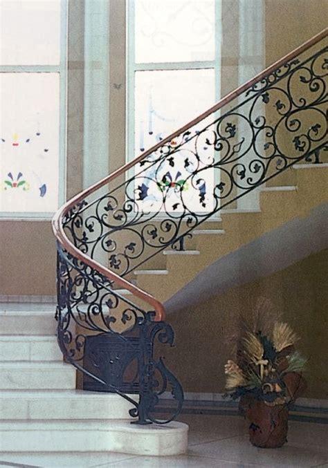 Fer Forge Stairs Design Garde Corps Escalier Balcon En Fer Forg 233 Style Classique Le Grand Catalogue Porte En Fer