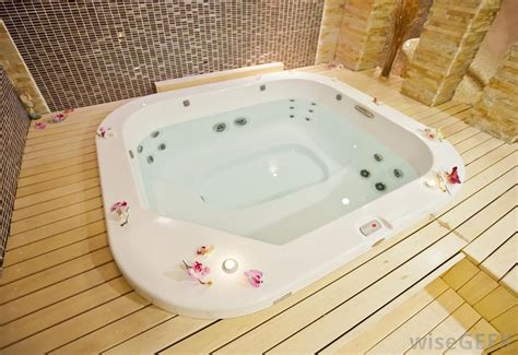 what is a jetted bathtub what is the difference between a hot tub and jacuzzi