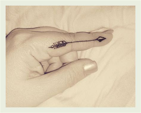 arrow tattoo on finger arrow finger tatoos