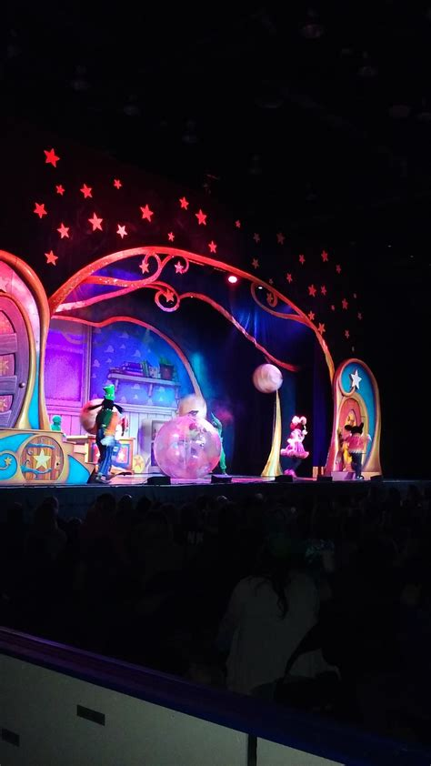 magic mickey and minnie disney doorway to live disney live mickey and minnie s doorway to magic review