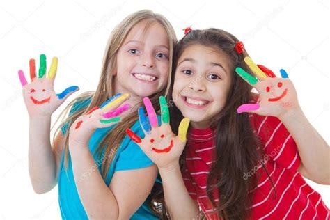 imagenes niños felices jugando ni 241 os felices jugando pintura fotos de stock