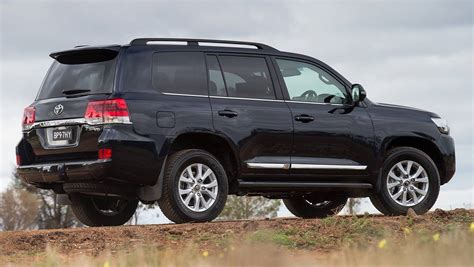 land crusier toyota 2015 toyota landcruiser 200 series revealed car news