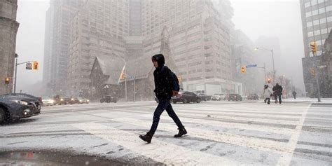 toronto placed under weather advisory as snow rolls in