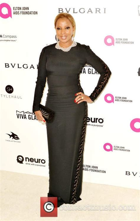 Elton Aids Foundation Oscar J Blige by J Blige Biography News Photos And Page 3
