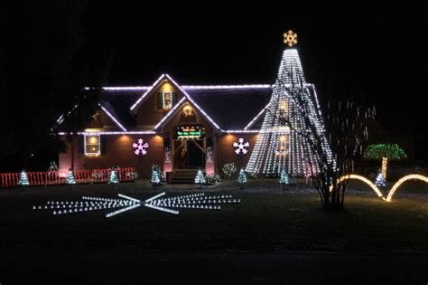best way to set up christmas lights must see light displays in northeast ohio