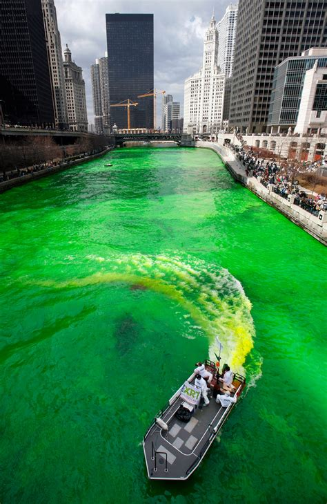 chicago river st s day history usa holidays patricks day chicago river 2 st s day pictures history of st