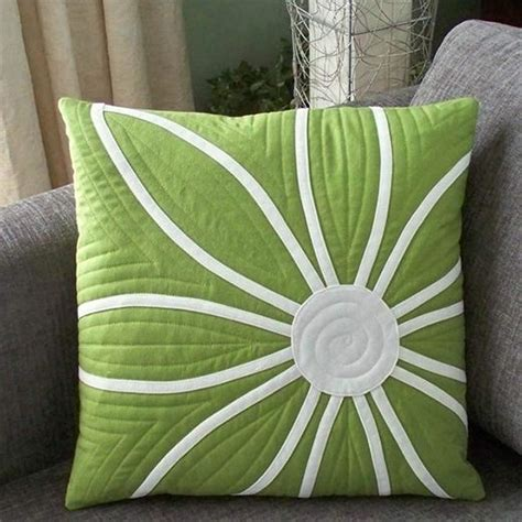Quilted Pillow Pattern by 25 Best Ideas About Quilted Pillow On Quilt