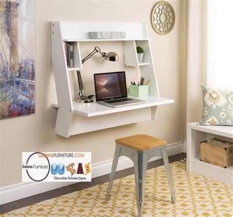 Sebuah Meja Komputer meja belajar minimalis gantung