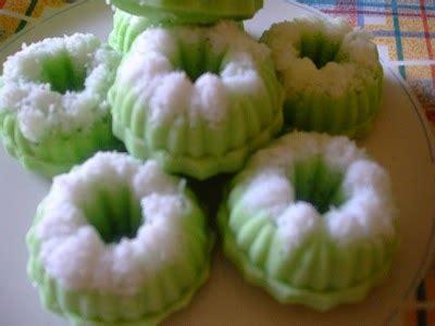 membuat kue putu ayu cara membuat kue putu ayu stroberi corelita