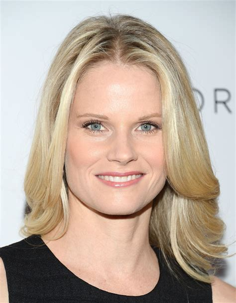 back of joelle carters hair joelle carter medium layered cut medium layered cut