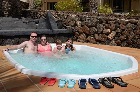 how to buy a bathtub how to buy a hot tub