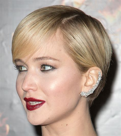 is jennifer lawrence hair cut above ears or just tucked behind breathtaking blonde love her eyes makeup it s so