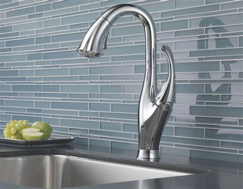 delta faucets kitchen leland delta kitchen faucet finding the best delta
