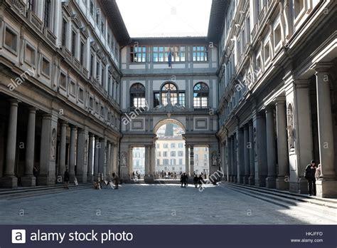 galleria degli uffici uffizi gallery galleria degli uffizi courtyard almost