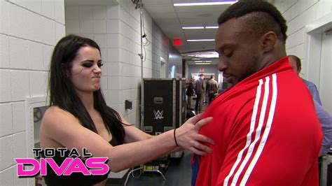 bid tites sizes up big e s chest muscles total divas preview