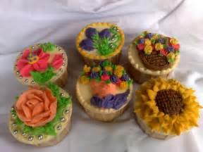 Decorating Cupcakes by Cupcake Decorating Cupcakes