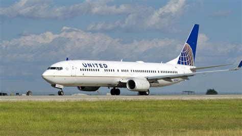 united airlines american airlines united airlines flies chicago cubs even though american