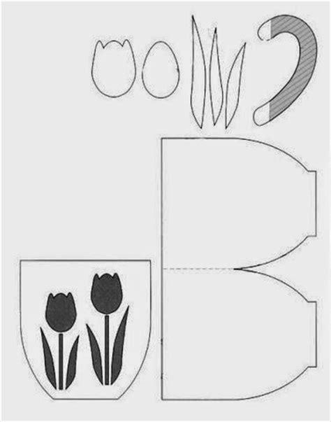 tarjetas en forma de taza manualidades reciclables molde para hacer tarjetas en forma de taza con tulipanes