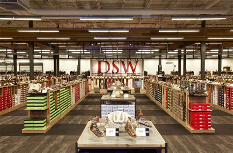 designer shoe warehouse designer shoe warehouse gets foothold in canada in august