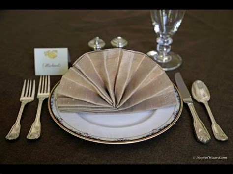 Fancy Way To Fold Paper Napkins - napkin folding fancy fan