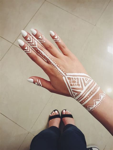 white henna tattoo on hand 25 best ideas about henna designs on henna